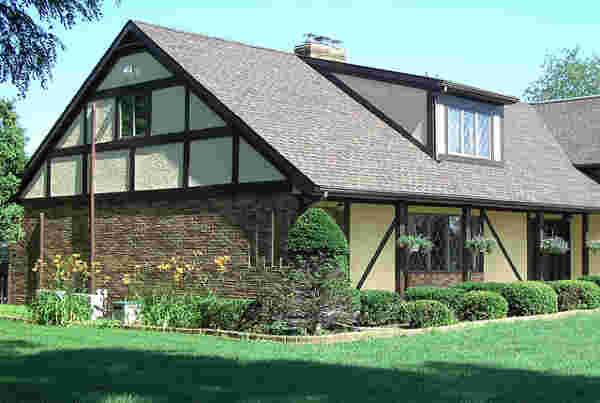 Ein großer Vorteil beim Kauf mit Erbbaurecht: Sie müssen nur das Haus auf einen Schlag finanzieren und sparen sich den Kredit für das Grundstück.