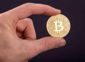 Bitcoins werden gerne als Münzen dargestellt - obwohl die Währung nur digital existiert.